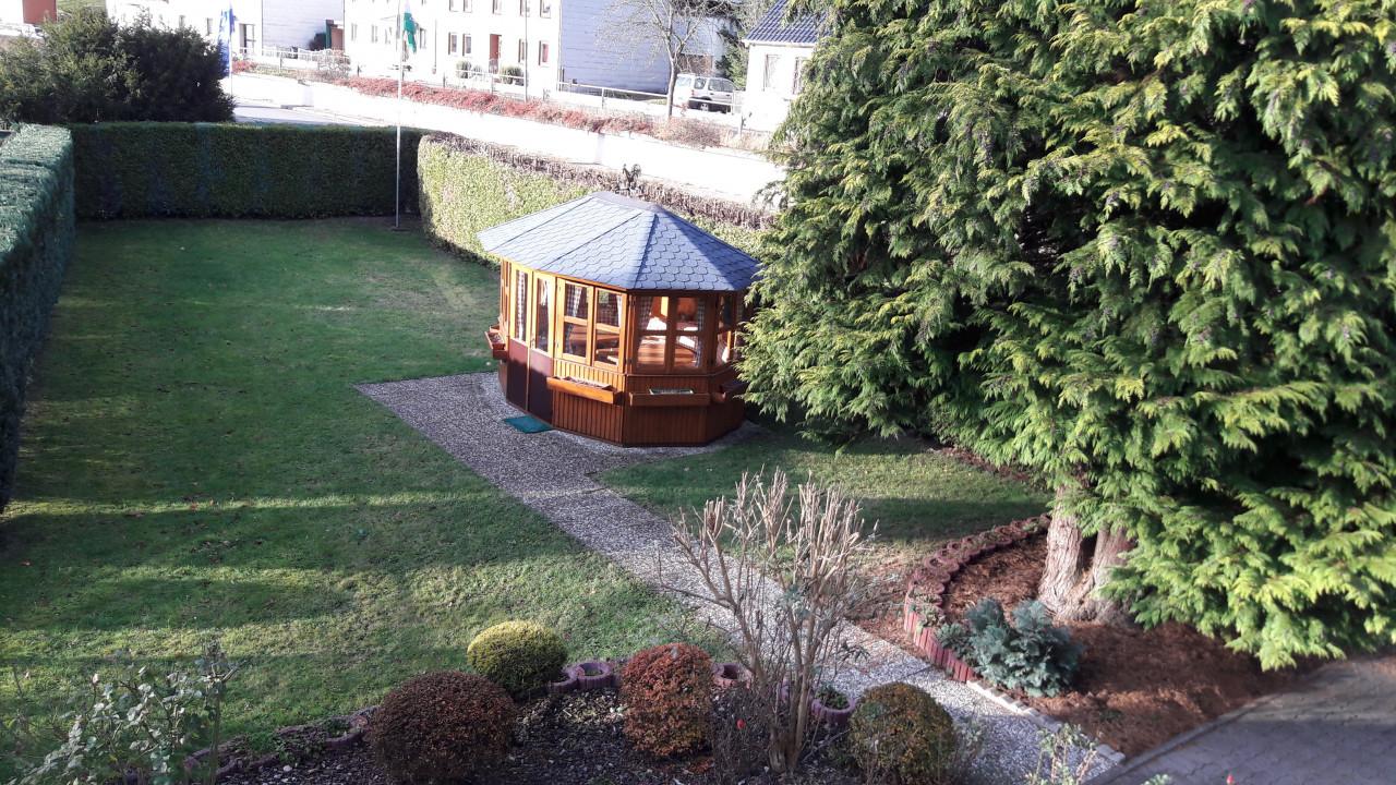 Blick vom Balkon der Ferienwohnung in den Garten